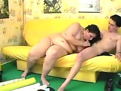 BBW blows pecker on sofa